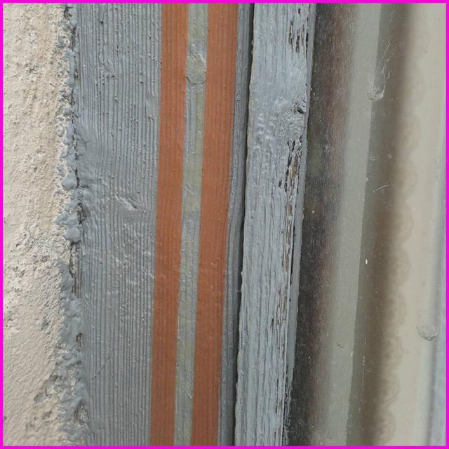 Установка термоусадочной пленки отличается тем, что пленку клеят не к стеклу, а к скотчу, приклеенному по периметру рамы.