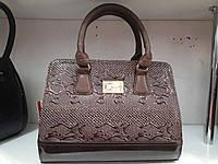 Стильная коричневая сумка под рептилию