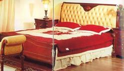 Кровать с кожаным изголовьем 201