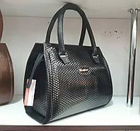 Черная женская сумка с геометрическим узором