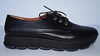 Женские туфли из натуральной кожи черного цвета на утолщенной подошве