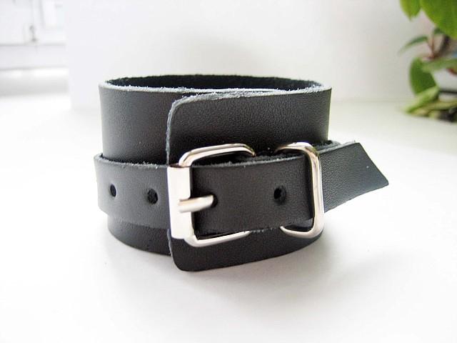 В моде кожаные браслеты!