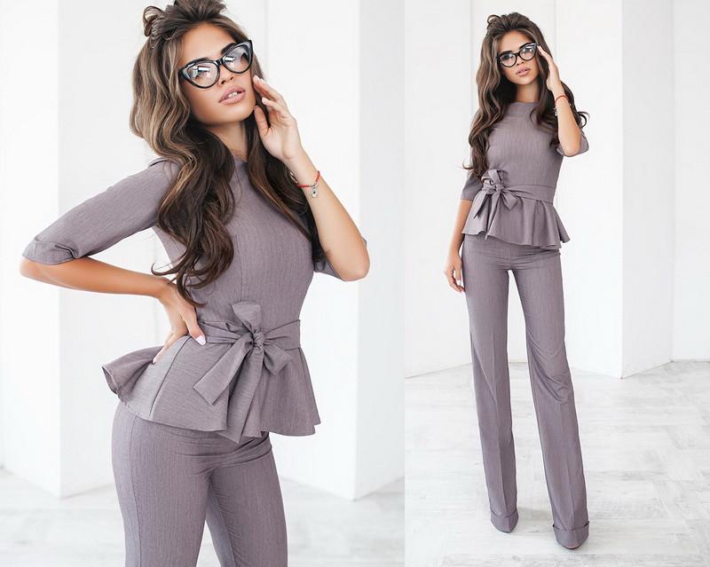 14c08344a8e Стильный женский брючный костюм двойка блузка с баской и с поясом +цвета