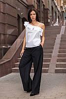 Женская блуза с оборкой белая