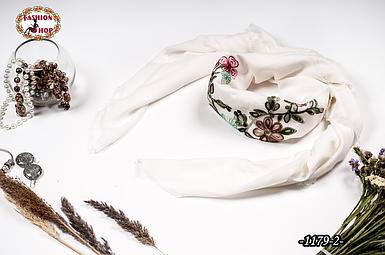 Вышитый красивый платок Цветы