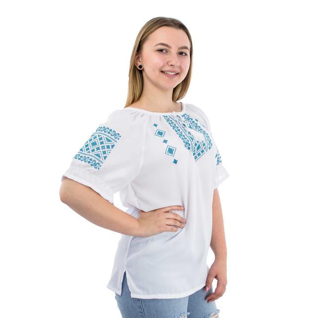 Белая блуза женская с голубой вышивкой
