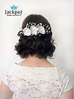 Дизайнерський білий гребінець для волосся з квітами від IZ