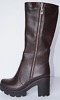 Женские сапоги из натуральной кожи коричневого цвета, на устойчивом каблуке