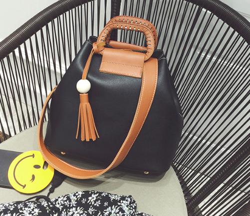 Женская сумка с ручками Julia c кисточкой Черный