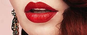 Как накрасить губы помадой