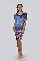 Стильное асимметричное платье свободного силуэта с зауженной книзу юбкой
