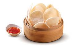 Креветочные чипсы и рисовый крекер
