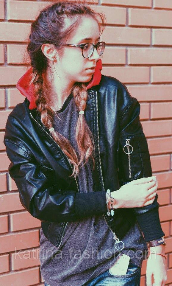 Женская мега стильная куртка кожанка с капюшоном (бомбер) (2 цвета)