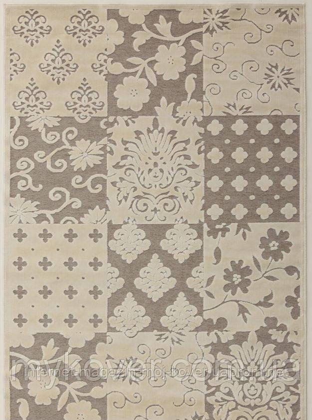 Білосніжний килим з віскози