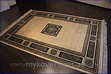 Класичний килим чорно бежевого кольору з центральним медальйоном