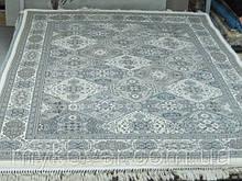 Класичні килими в сірому кольорі