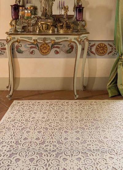 Светлые переливающиеся ковры