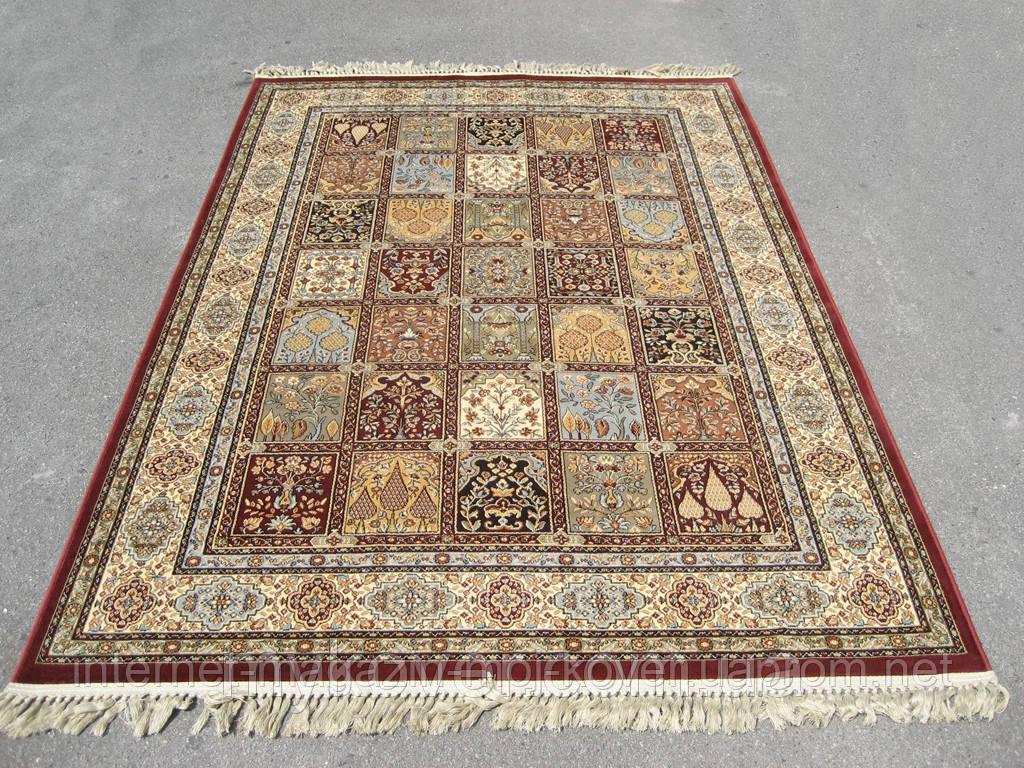 Бордовый ковер, классические ковры
