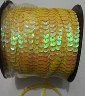 Пайетки на нитке (тесьма) желтые рифлёные круглые голографические (диаметр пайеток 6 мм)