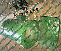 Кронштейн AH156821 кулака поворотного JD HOUSING, REAR AXLE SPINDLE AH126808