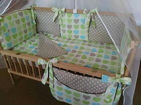 Набор постельного белья в детскую кроватку из 7 предметов Сердца зеленые