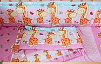 Защита бампер в детскую кроватку  из двух частей Жирафы розовый