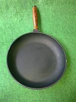 Сковорода чугунная с деревянной ручкой 240х40мм