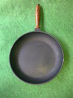 Сковорода чугунная с деревянной ручкой 260х40мм