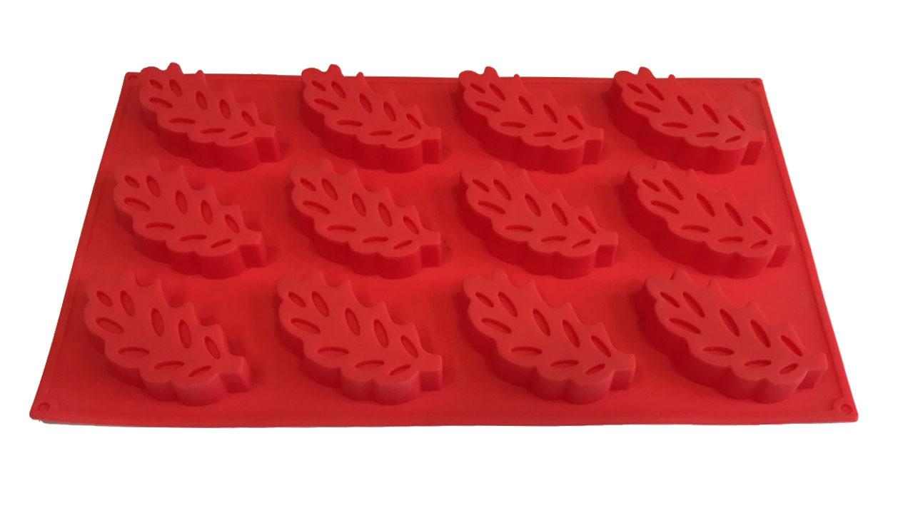 Форма силиконовая для выпечки Листья 12 шт