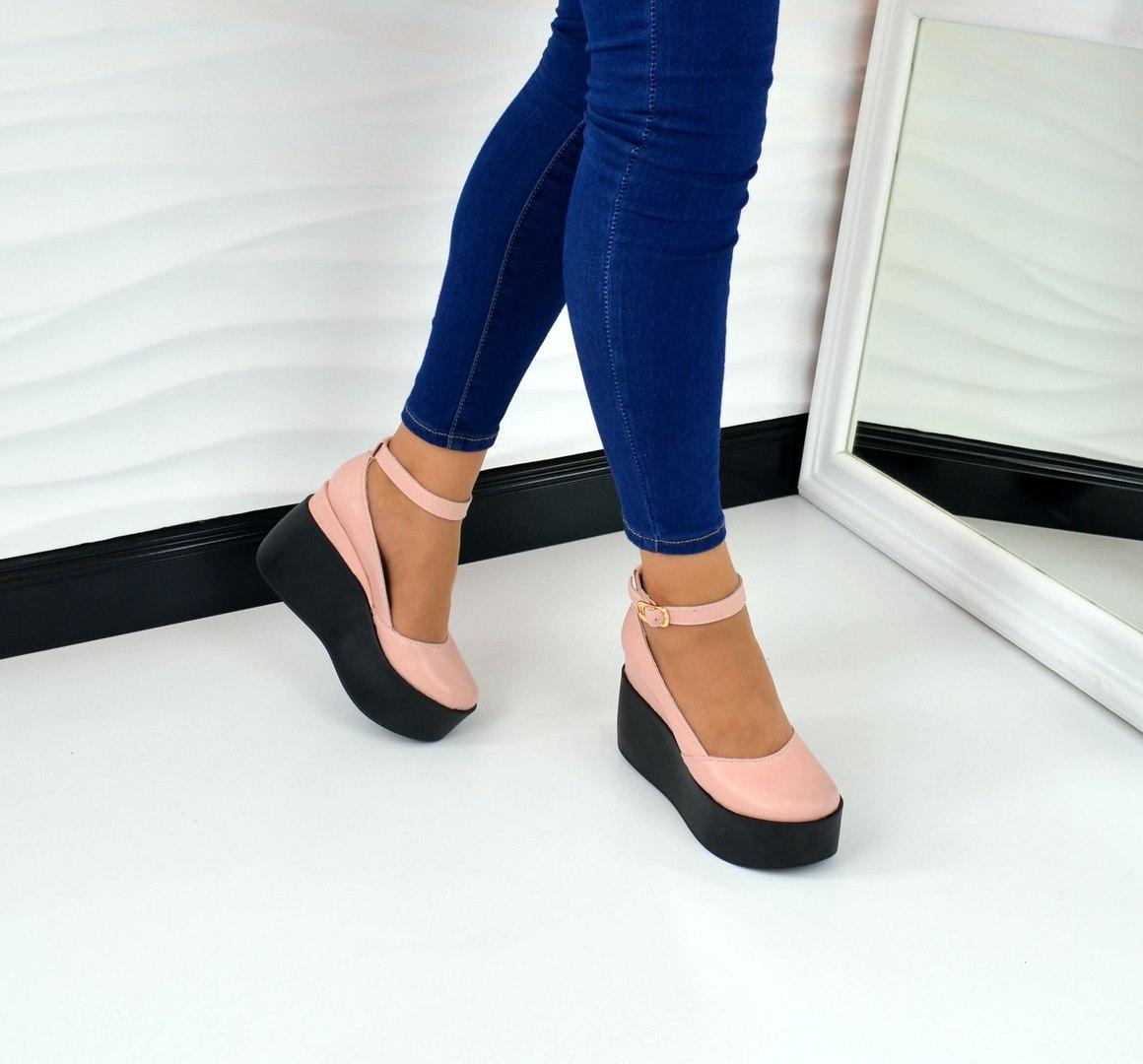 Женские туфли на танкетке с закрытым носком с пряжкой, материал полностью натуральная  кожа. Цвет ca48eb6d736