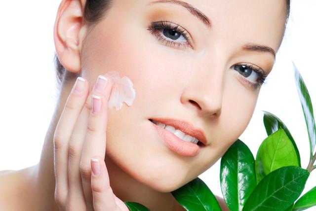 Средства для лица: крема, молочко, тоники, маски, пиллинг, уход за кожей вокруг глаз