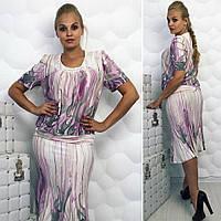 Модное женское платье в абстрактный принт.