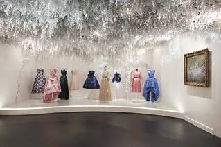 Грандиозная выставка Dior в Париже