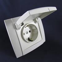 Розетка внутренней проводки с заземлением с крышкой ST 521