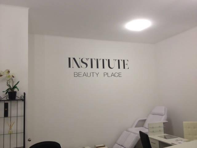 Обустройство мебелью и оборудованием студии INSTITUTE beauty place г. Одесса, ул. Дерибасовская.