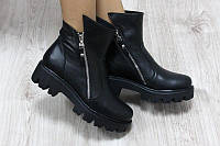 Демисезонные кожаные ботинки на тракторной подошве с замками