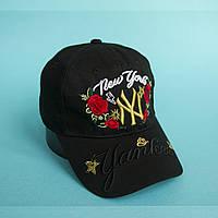 Черная кепка  c цветами