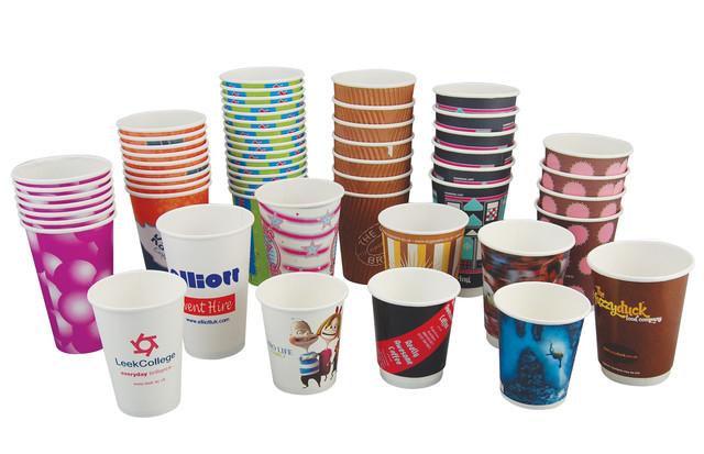 бумажные гофрированные стаканчики и крышки, разные размеры и цвета фото