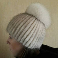 Женская вязаная шапка с бубоном из из меха норки и песца