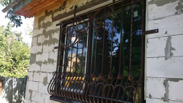 Кованая решетка на окно . 1
