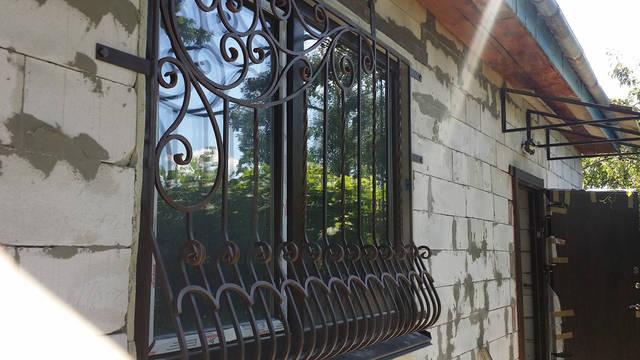 Кованая решетка на окно . -1