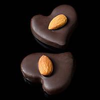 """Шоколадные конфеты ручной работы """"Марципановое сердце""""."""