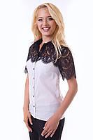 Эффектная белая блуза с черным кружевом