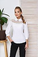 Блуза с кокеткой и брошью Роззи 42,44,46,48р