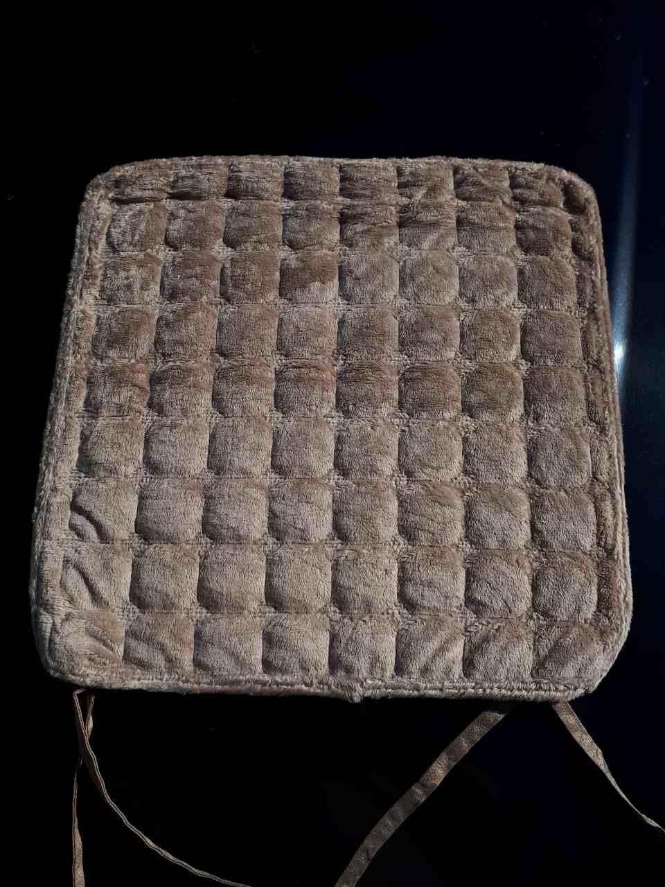Стильная накидка-сидушка на стул в квадратик
