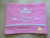 Махровое полотенце с кружевом и вышивкой