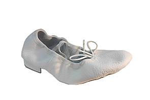 Балетки на каблуке 2см белые