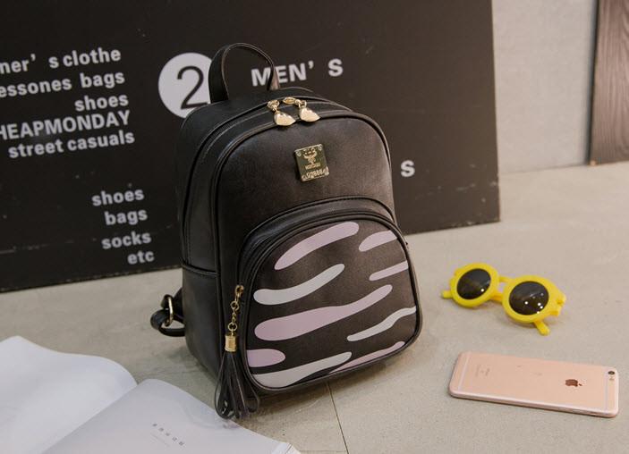 Городской рюкзак с зеброй на кармане