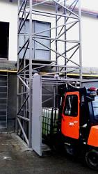 Шахтный электрический подъёмник (лифт) приставной на 1 тонну.
