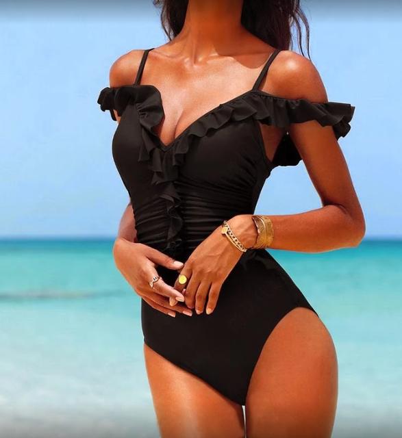 Совместный черный купальник с рюшами